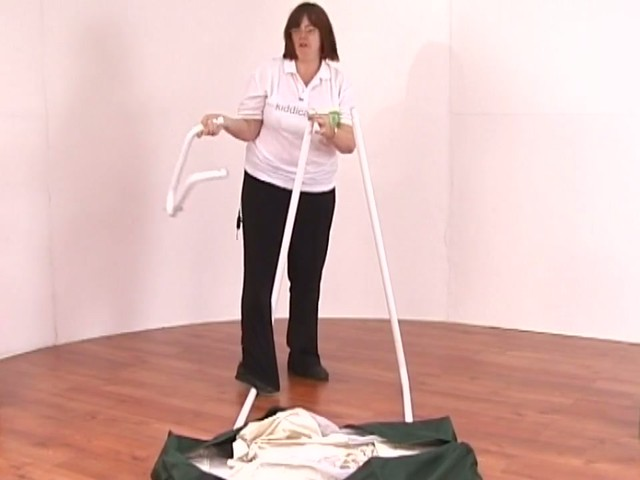 Amby Natures Nest Cot Product Features - image 7 from the video