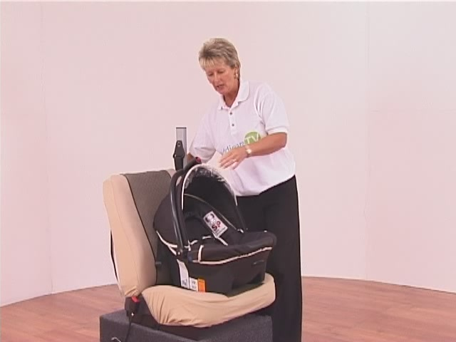 Hauck Lifesaver Plus  Car Seat - image 2 from the video