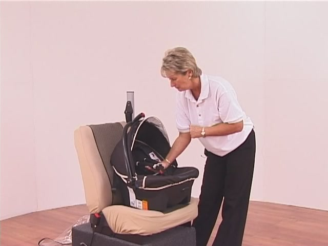 Hauck Lifesaver Plus  Car Seat - image 3 from the video