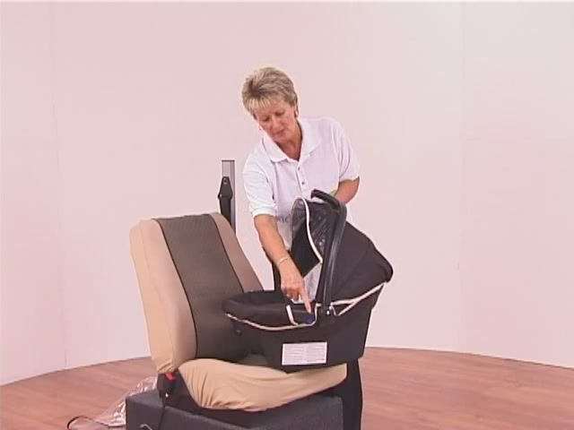 Hauck Lifesaver Plus  Car Seat - image 5 from the video