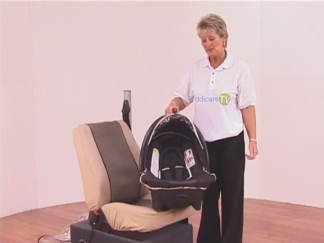 Hauck Lifesaver Plus  Car Seat - image 6 from the video