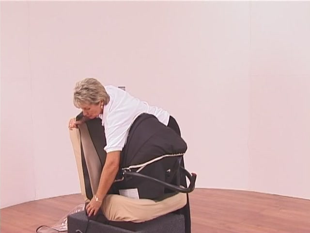 Hauck Lifesaver Plus  Car Seat - image 8 from the video