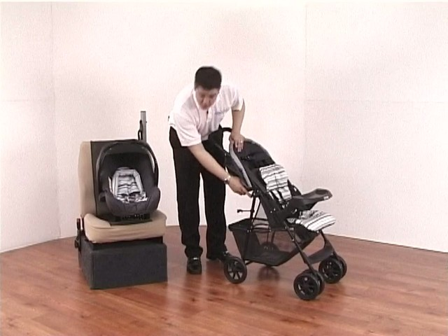 Graco Mirage Travel System - image 5 from the video